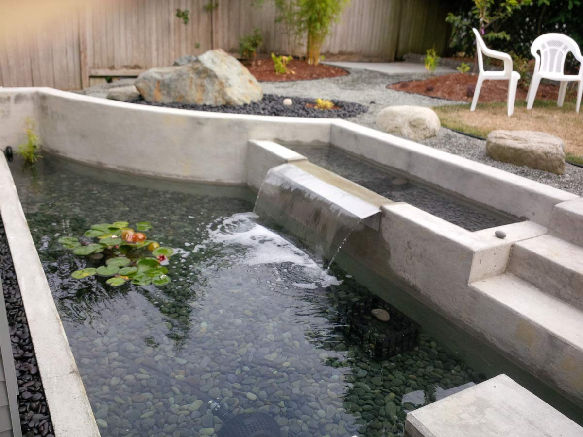 Backyard pond by HomeStyling Design